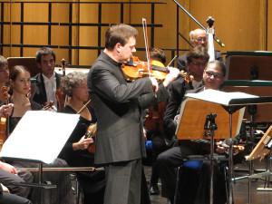 Frank Peter Zimmermann im 1. Philharmonischen Konzert in Duisburg