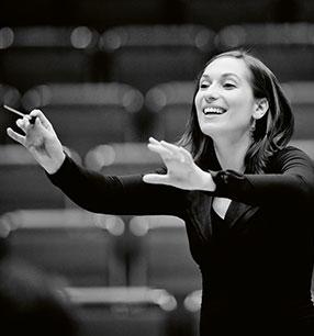 2. Philharmonisches Konzert Ariane Matiakh Dirigentin Foto: Marco Borggreve