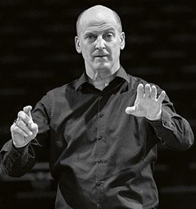 9. Philharmonisches Konzert Werner Ehrhardt Dirigent Foto: peuserdesign