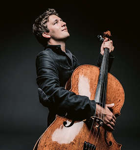 Maximilian Hornung Violoncello · Foto: Marco Borggreve