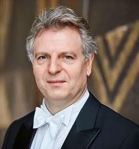 Karl-Heinz Steffens Dirigent · Foto: Stefan Wildhirt